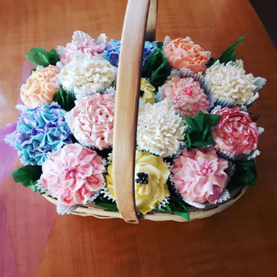 Cupcake Bouquet In A Basket