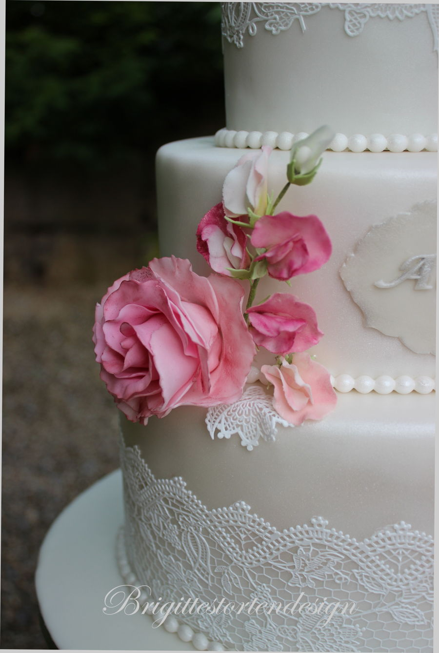 sweet pea wedding cake wedding cake with sweet pea and roses 20699