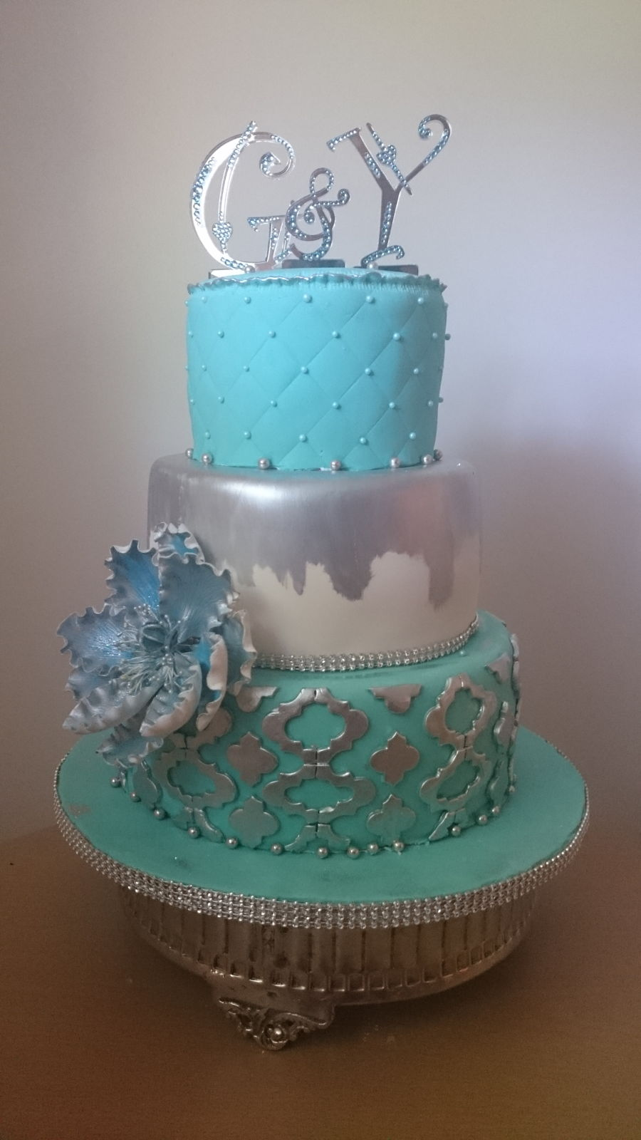 Turquoise Silver And White Cake Cakecentral Com
