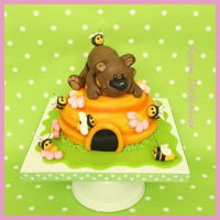 Bear On Beehive I made this cake with my daughter.