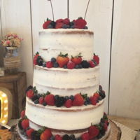 Naked Cake With Berries buttercream and Berries