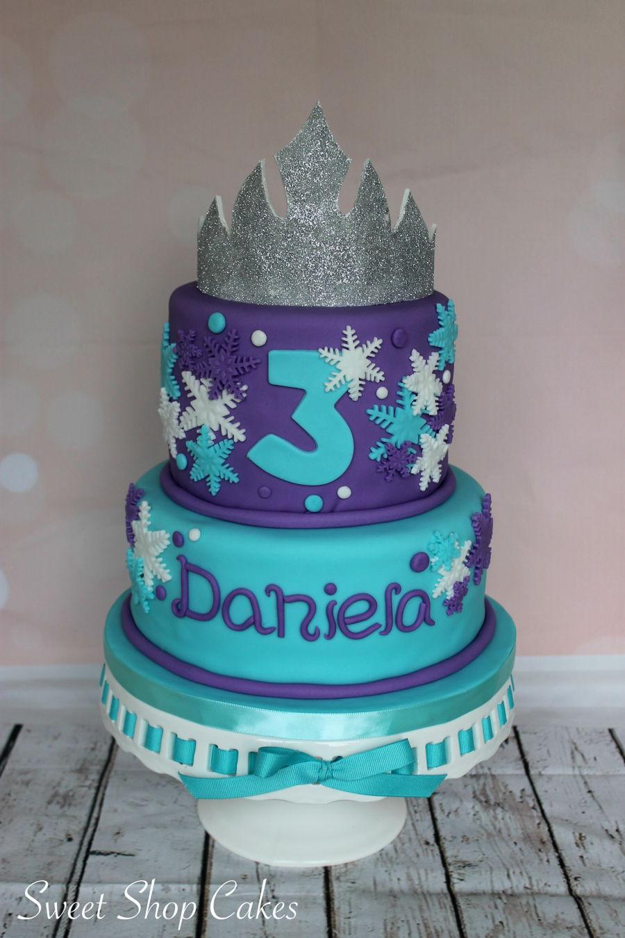 900_frozen-themed-birthday-cake-937512Q7Wnn.jpg