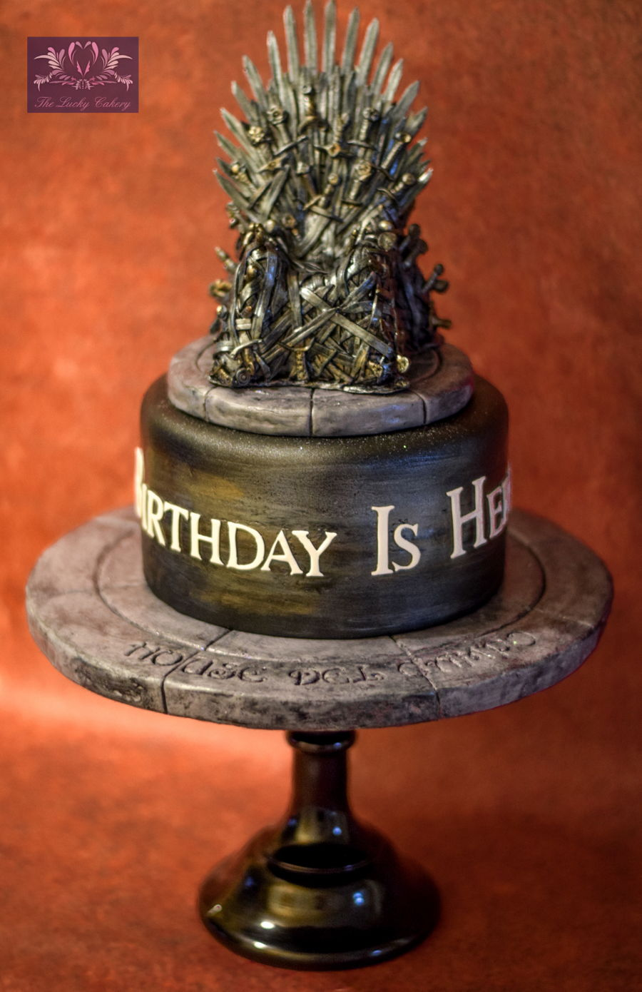 Game of thrones chair cake - Totally Edible 8 Inch Tall Throne Chair Topper With A Cookie Base
