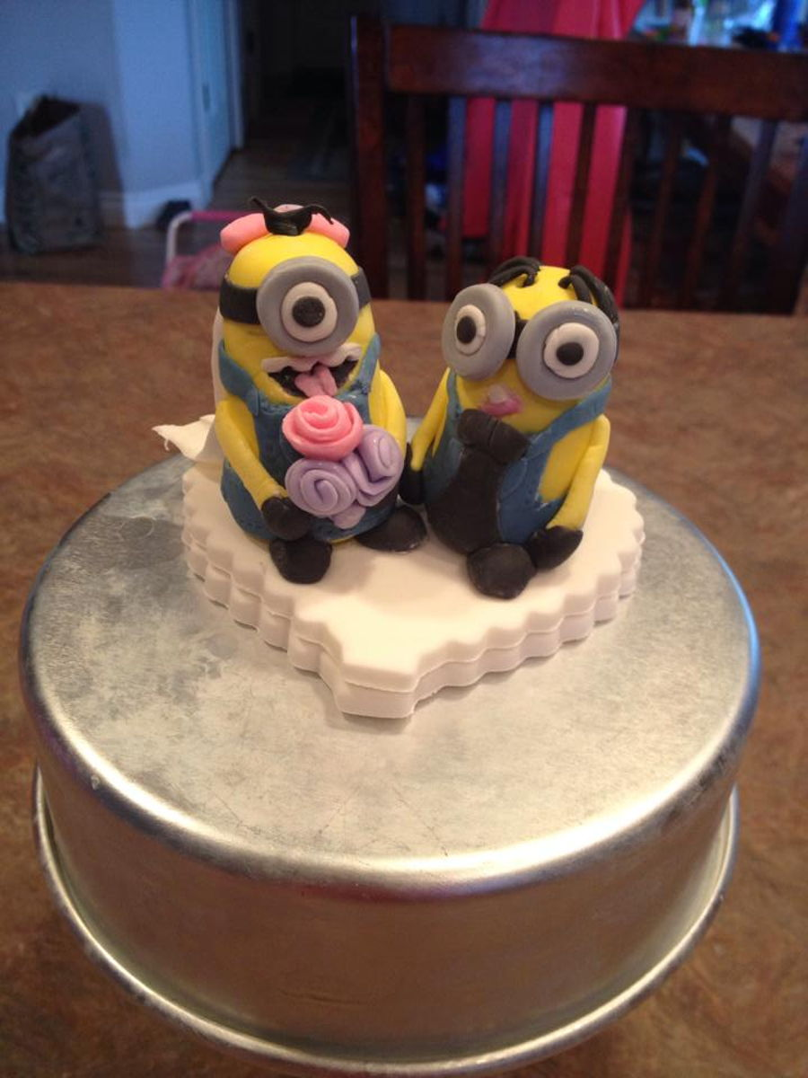how to make a minion wedding cake topper minion wedding cake topper cakecentral 15822