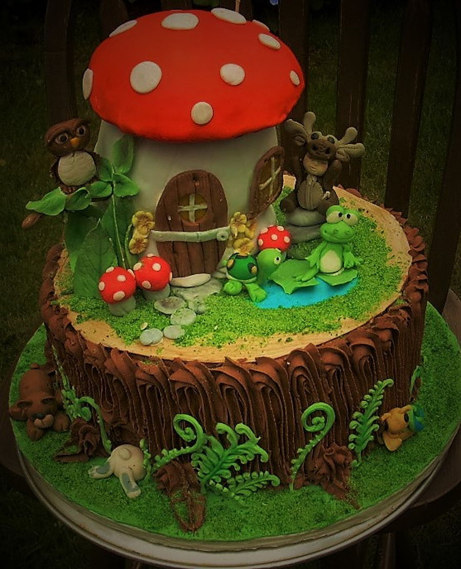 Mushroom House Amp Tree Stump Cake Cakecentral Com