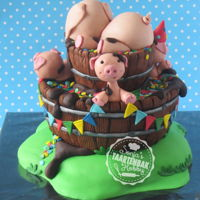 Partypiglets Partypiglets dummycake for school a birthdayparty