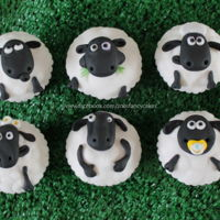Shaun The Sheep Cupcakes! how to make shaun the sheep cupcakes - made in collaboration with Aardman animations and Renshaw :)