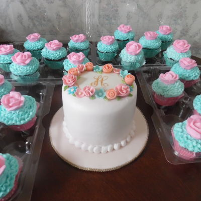Floral First Smash Cake With Cupcakes