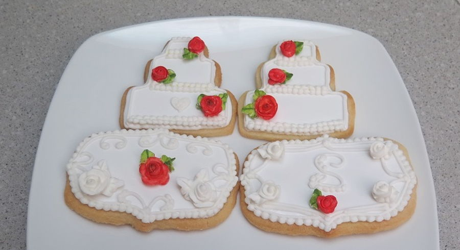 Red Rose Wedding Cake Cookies, Mbalaska 8/20/2016 on Cake Central