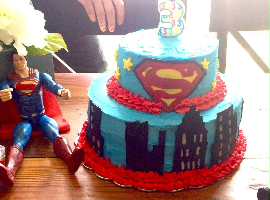 Superman Cake (Only Buttercream Frosting) - CakeCentral.com