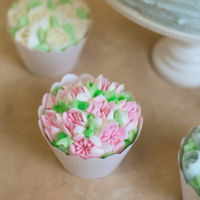 Flower Cupcakes  I thought it might be interesting to show a detail shot of these cupcakes using the popular Russia flower tips. These are done with those...