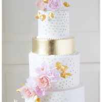 Romantic Chique Romantic chique wedding cake with edible gold and handmade flowers.