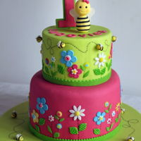 Sweet Little Bee A sweet little bee and colorful daisies to celebrate the first birthday of Ludovica! :) :)