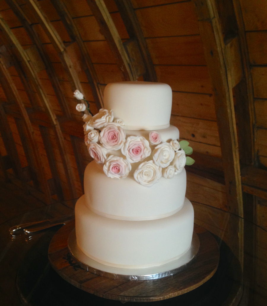 white wedding cake with blush roses white and blush roses wedding cake cakecentral 27406