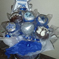 Dallas Cowboy's Cake Pop Bouquet Cake Pop Bouquet super fun to make. First time dealing with the edible glitter. Kinda messy!