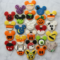 Disney Themed Halloween Cookies! Do you love Disney, Halloween and Cookies? You're in for a treat! See each one individually here: http://www.thepartiologist.com/2016/...