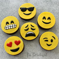 Edible Emoji's So simple, these toppers can be made for any type of cookie, brownie, even cake! Tutorial Here: http://www.thepartiologist.com/2016/08/...