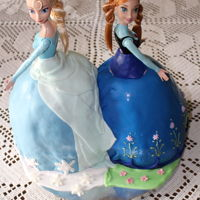 Elsa And Anna From Frozen   Elsa and Anna from Frozen covered in fondant