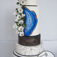 Geode Wedding I was very honoured to be asked to contribute to the September issue of Cake Central magazine. The middle tier was handpainted to bring out...