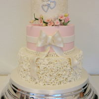 Just Sweet The inspiration for this weddingcake came from the wedding invitation.