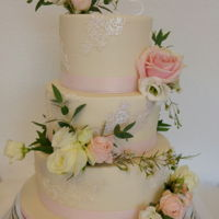 Late Summer Weddingcake Although the summer is officially over, the wether is still nice enough for an outdoor wedding