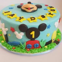 Mickey Mouse Cake made from buttercream and details in fondant
