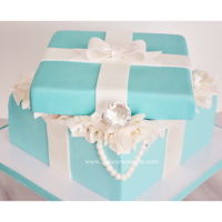 Tiffany Blue Present Cake Box This was my first try at the box cake and I think I did alright!