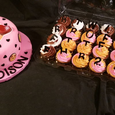 Emoji Birthday Cake With Texting Cupcakes