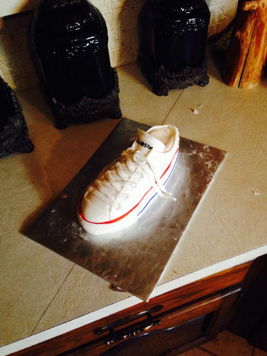 Converse Tennis Shoe Cake Cakecentral Com