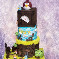 Birds.....angry Birds   i had so much fun with this cake <3