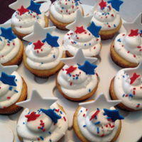 Patriotic Cupcakes Buttercream cupcakes, gumpaste stars. Thank CCers for the idea