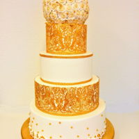 White With A Touch Of Gold White weddingcake with gold edible lace en roses