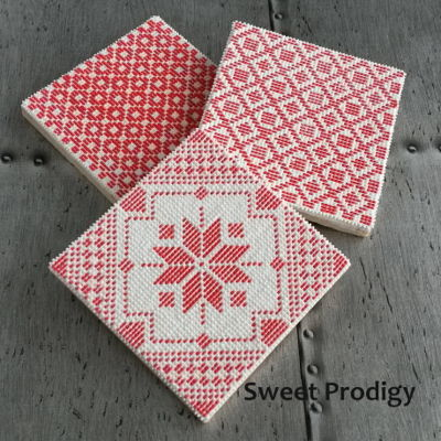 Nordic Needlepoint | Sweet Prodigy   This is royal icing needlepoint on sugar cookies. For this, I use a PME piping tip no. 1