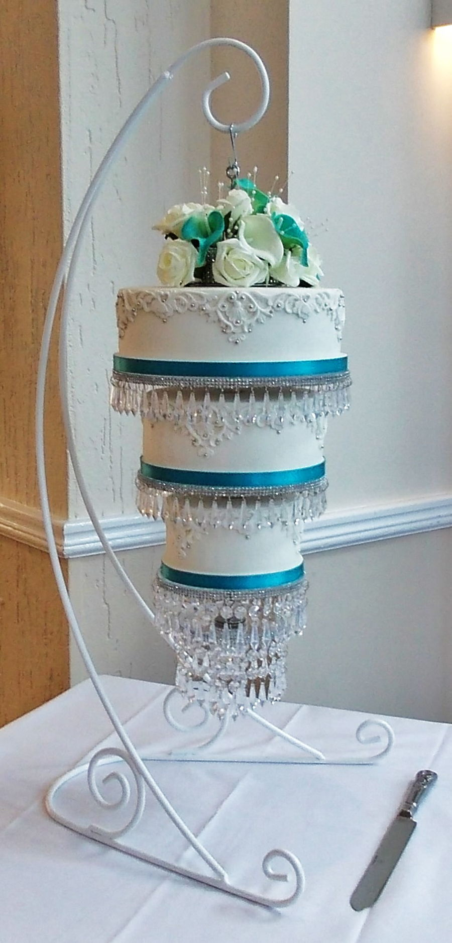 Hanging chandelier wedding cake cakecentral hanging chandelier wedding cake on cake central arubaitofo Image collections