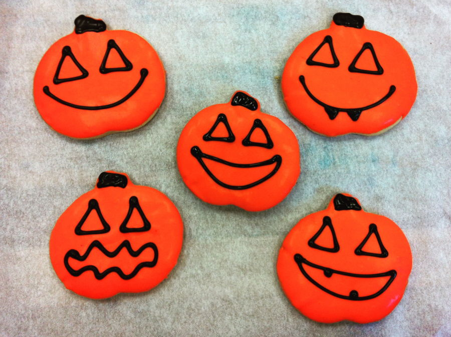 Jack o lantern cookies for Halloween! Sugar cookies, dipped in white ...