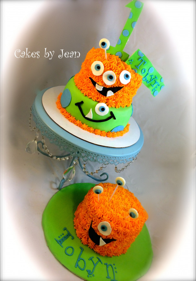 Monster Cake And Smash Cake Monster Cake for a first birthday, including the smash cake!