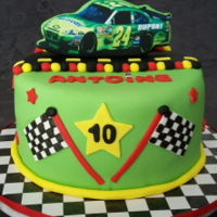 Gâteau Nascar My nephew ask for a green nascar cake. This is what I came up with! Chocolate cake with chocolate smbc.