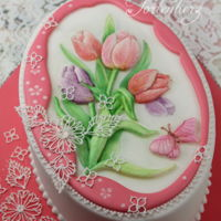 Spring Tulips The cake is decorated with royal icing in runouts technique.