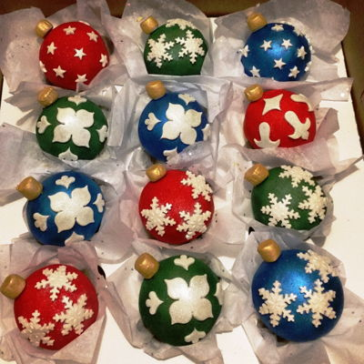 Christmas Ornament Cupcakes 2016