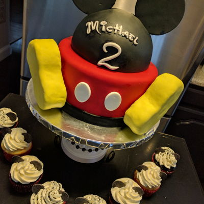 Mickey Cake And Cupcakes