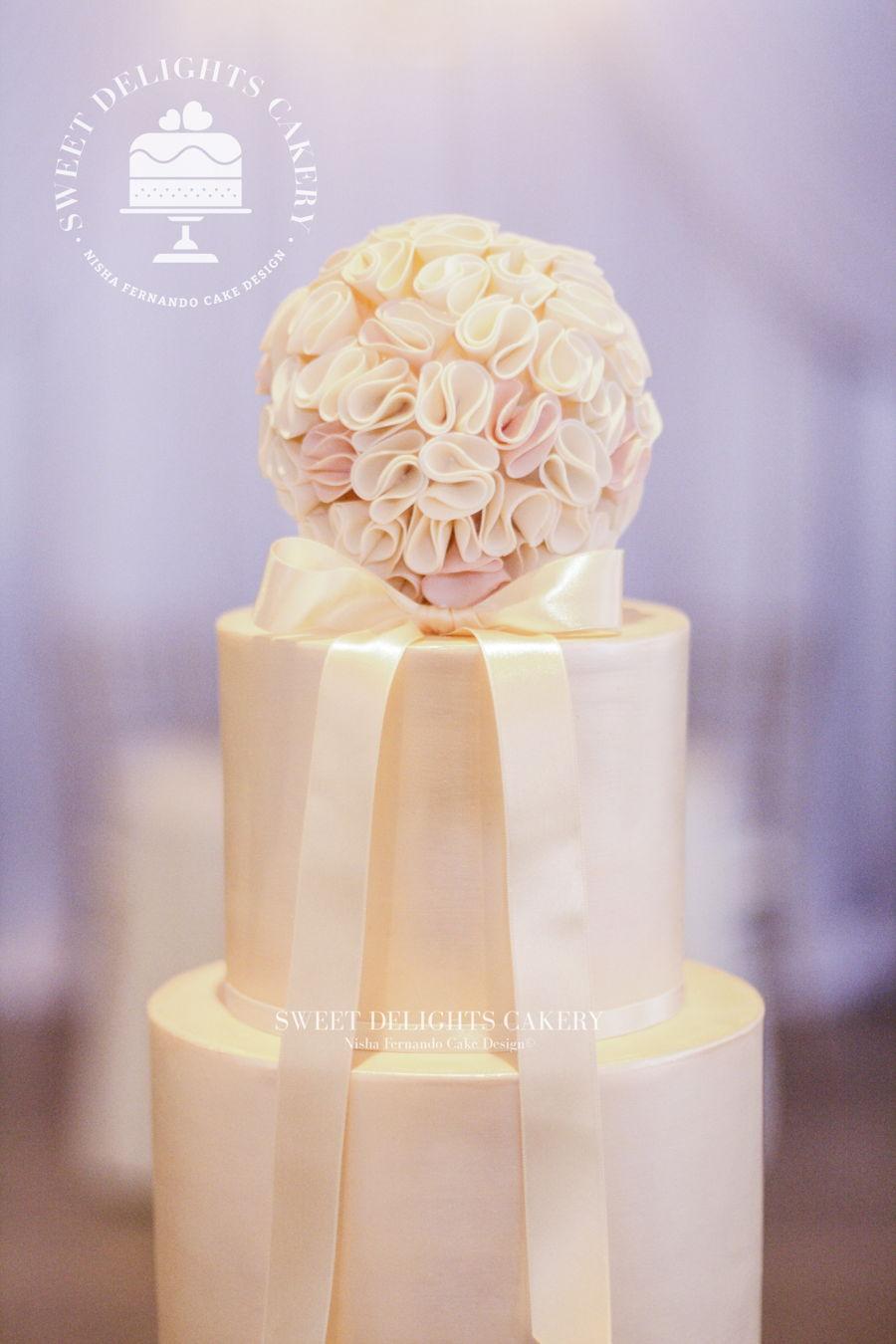 Elegant Ivory Gold Wedding Cake Cakecentral Com