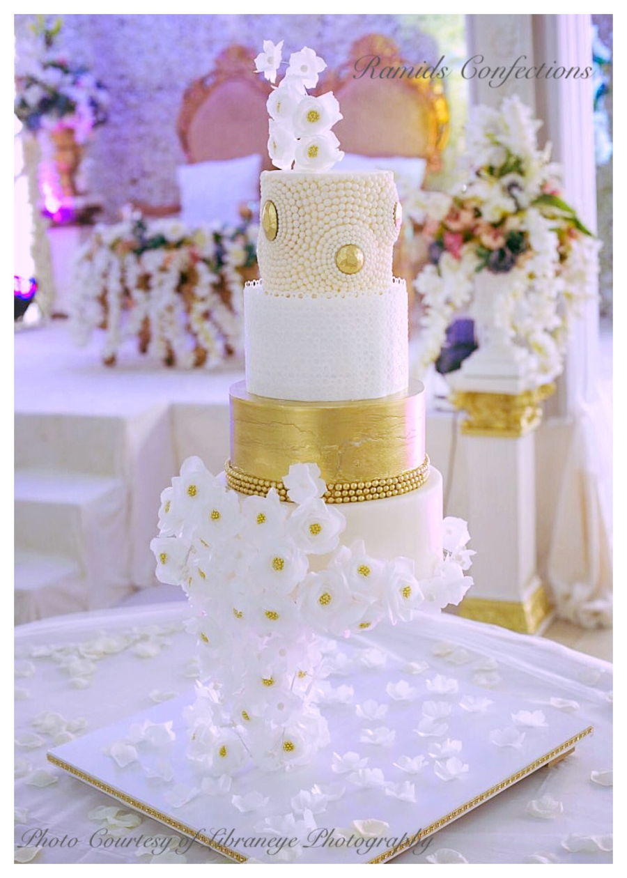 Gravity Defying Wedding Cake Cakecentral Com