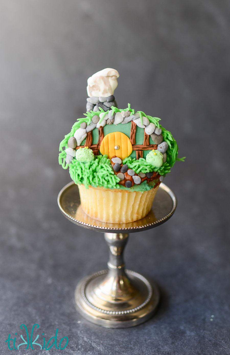 Hobbit Hole Shire Cupcakes - CakeCentral.com