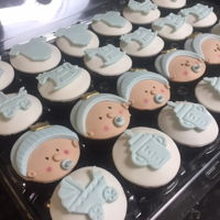 Baby 100 Days Party Cupcakes cupcakes cover with fondant