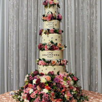Flowers & Crystals Just exquisite! Wedding cake was surrounded by a crystal halo!