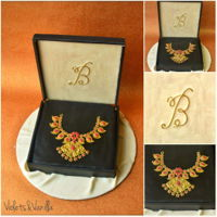 Indian Gold Necklace In Jewelry Box Cake Fondant gold necklace in jewelry box cake.