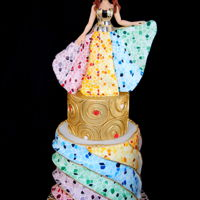 When Gaudi Meet Klimt I made this for Sugar Art Museum Collaboration. My cake inspirated by Gaudi's Mosaic Chymneys, Palau Guell, Barcelona and Klimt&...