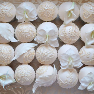 'sarah' Cupcakes to coordinate with 1920's/30's Great Gatsby/Downtown wedding styling set against the backdrop of Christmas in...