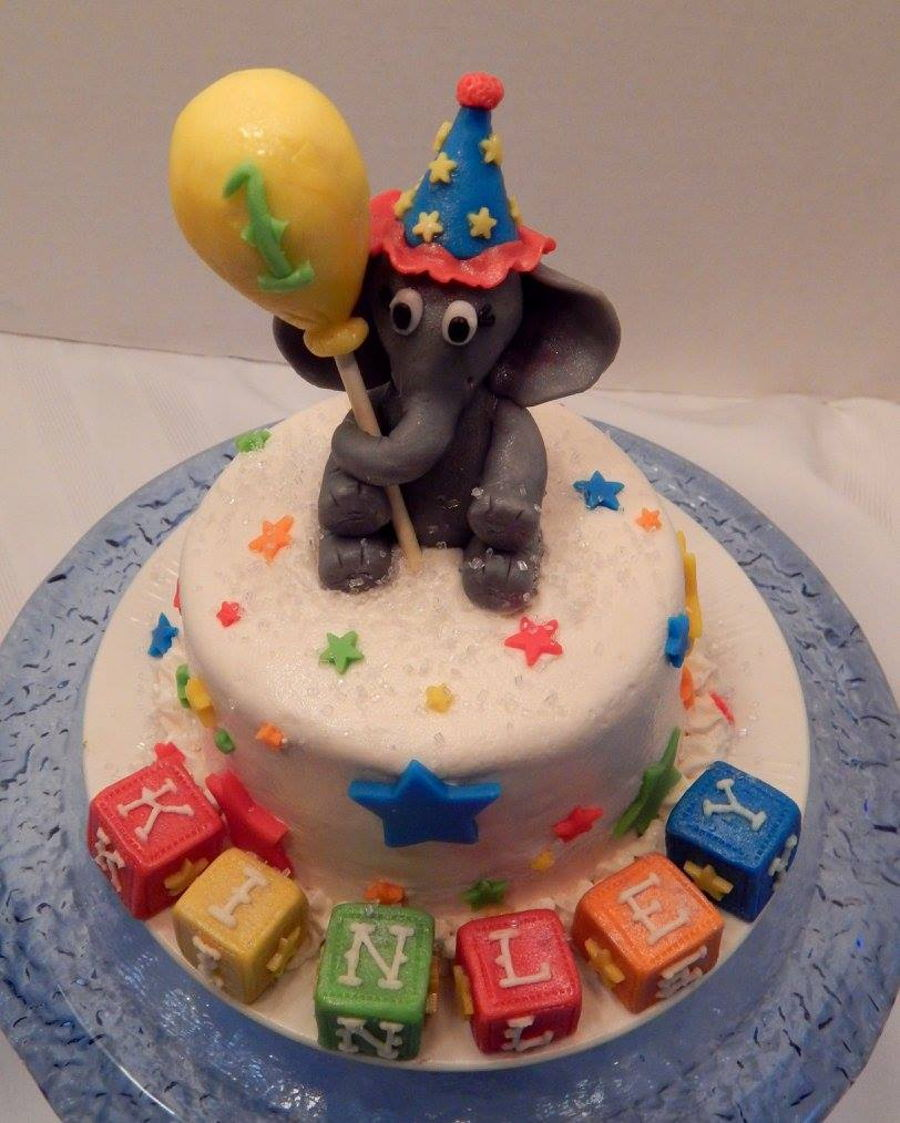 Circus Themed First Birthday Cake And Cupcakes CakeCentralcom