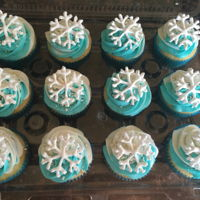 Frozen Themed Birthday Crown cake and cupcakes